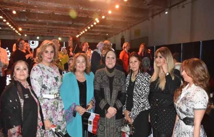 كواليس عرض أزياء الملابس التراثية بمشاركة هاني البحيري (صور)