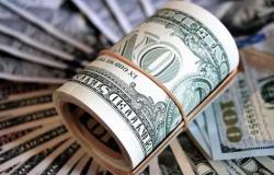 دولار السوق السوداء يلامس الـ9000 ليرة!