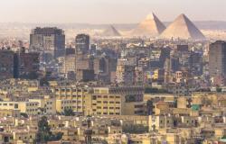 معاقبة 8 مسؤولين عن برح الاسكندرية المائل في مصر