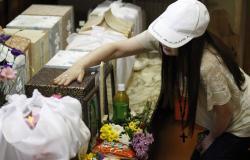 امريكيه تتلذذ بأكل رماد جثة زوجها المتوفي – صورة